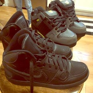 Other - Boy almost new shoes Nike & DVS